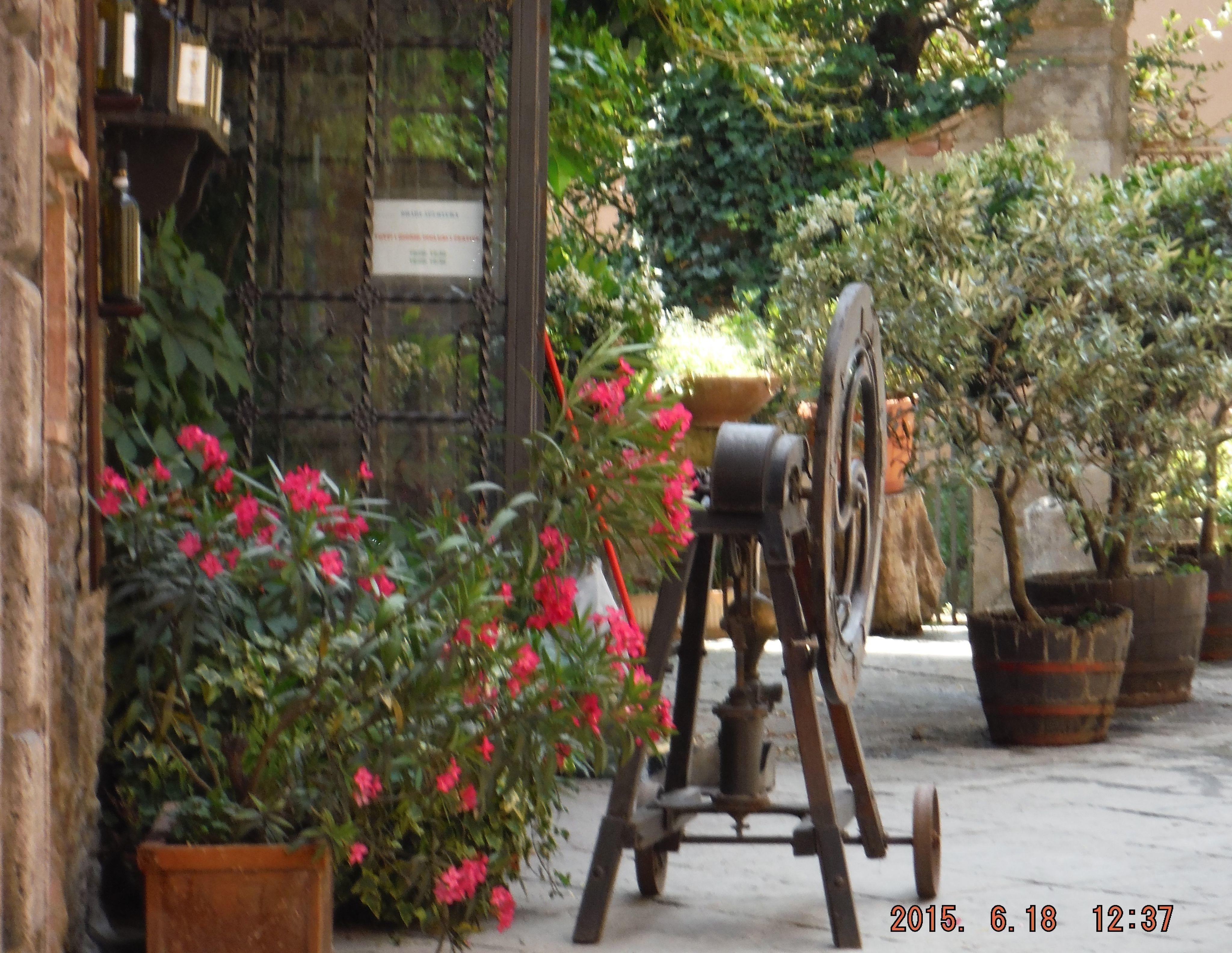 Castelvecchio Villa Vacation Rental Nel Guasto that sleeps 6 people ...