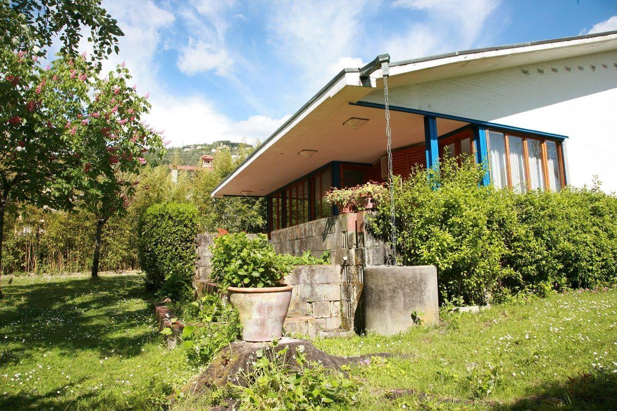 Villa dati casa vacanze con 8 posti letto in 4 camere for Casa 750 piedi quadrati