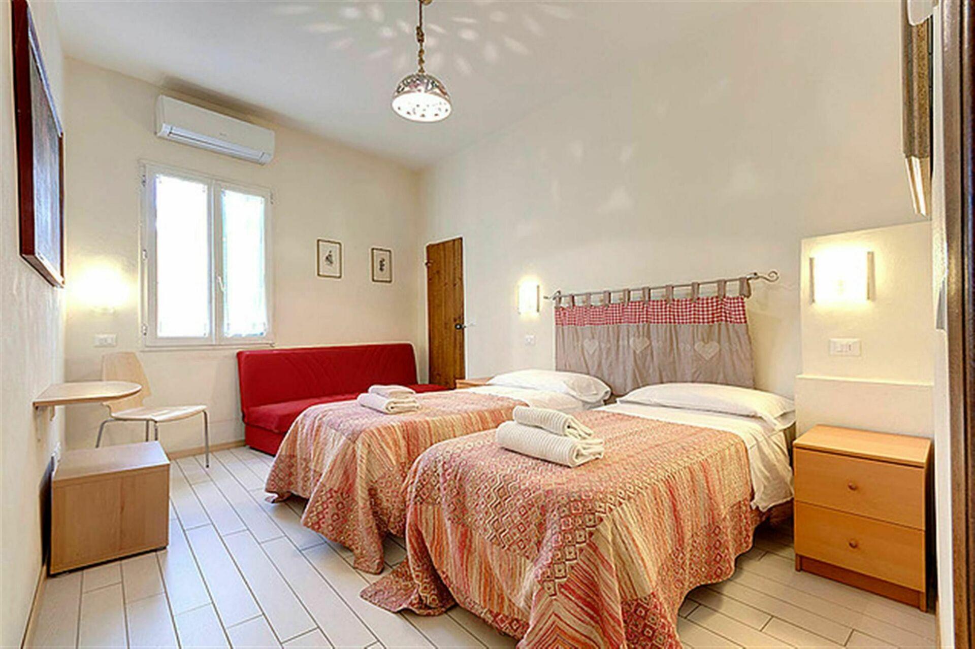 Cappelle medicee casa vacanze con 6 posti letto in 2 camere firenze toscana italia - Camere da letto firenze ...