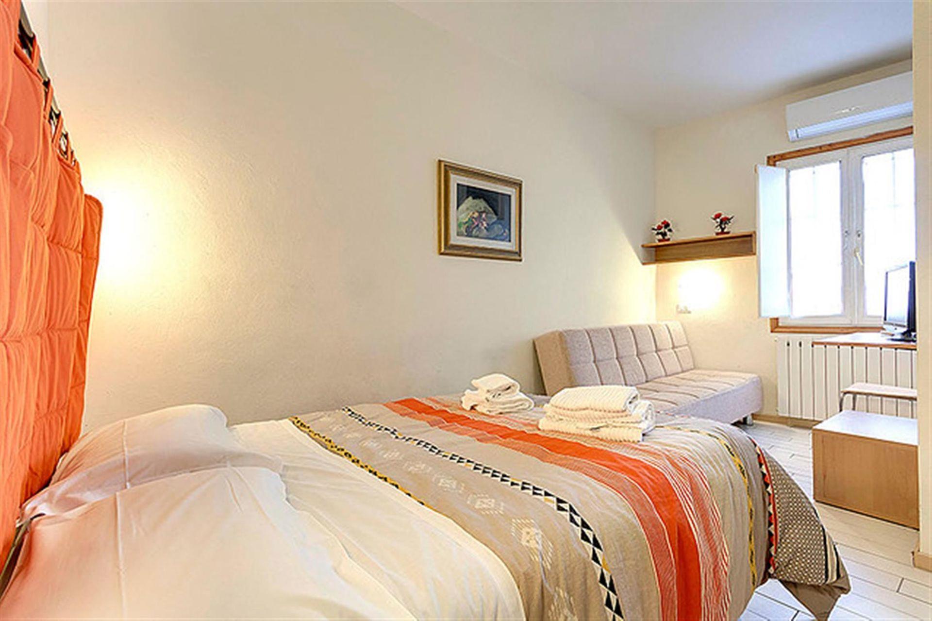 Cappelle medicee casa vacanze con 6 posti letto in 2 for Camere da letto firenze