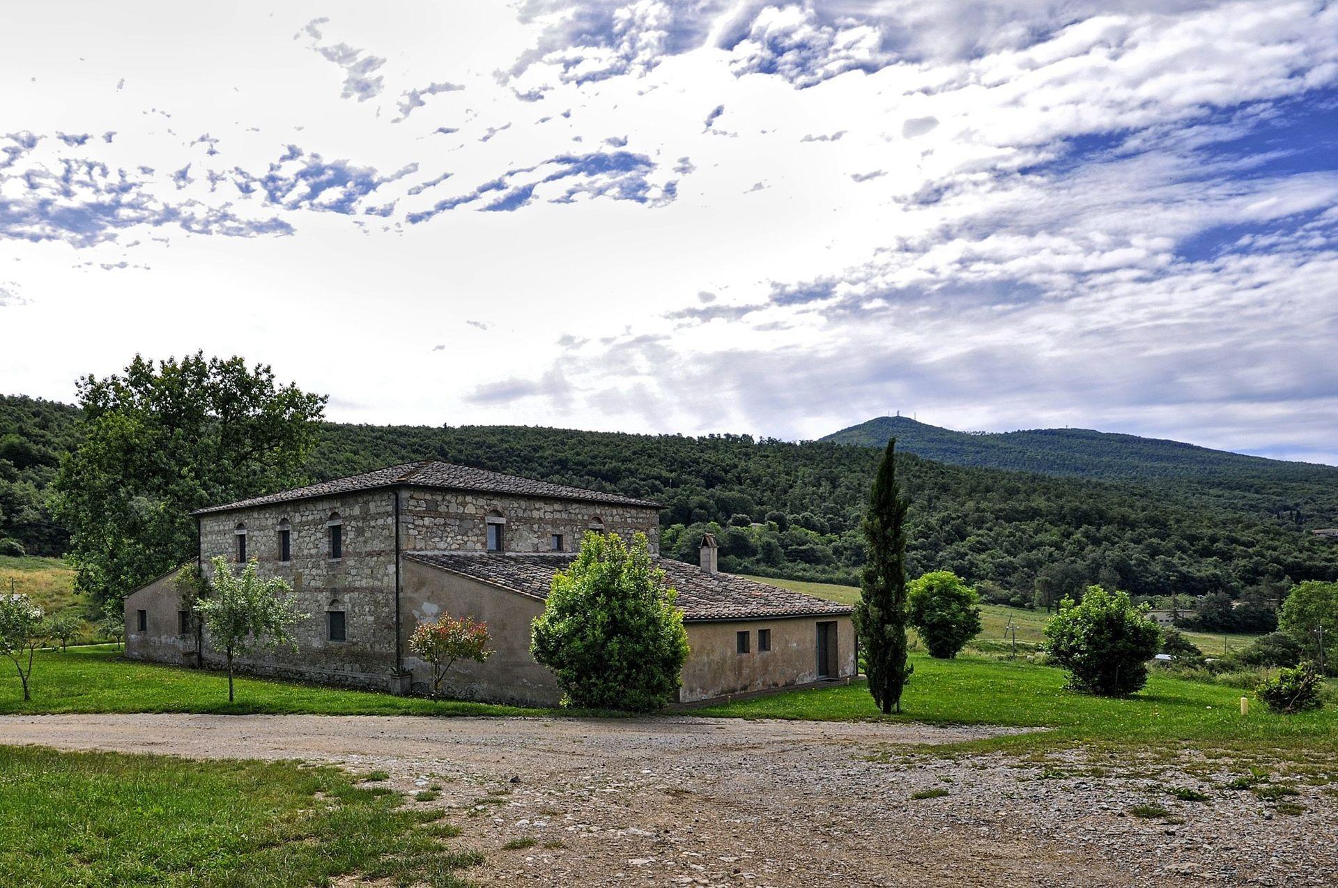Villa piano casa vacanze con 14 posti letto in 7 camere for Piani casa villa toscana