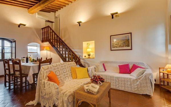 Antico Borgo San Lorenzo: villa that sleeps 39 people in 18