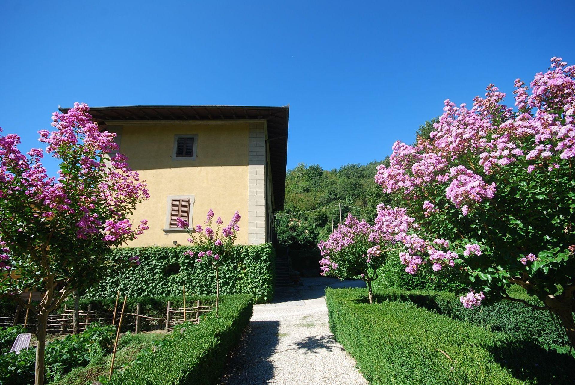 Villa il poggiolo casa vacanze con 12 posti letto in 6 - Piscine firenze e dintorni ...