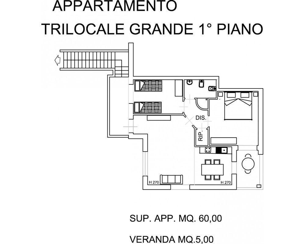 Trilocale piano terra 131 posti letto 6 in 2 camere for 5 camere da letto piano piano doppio