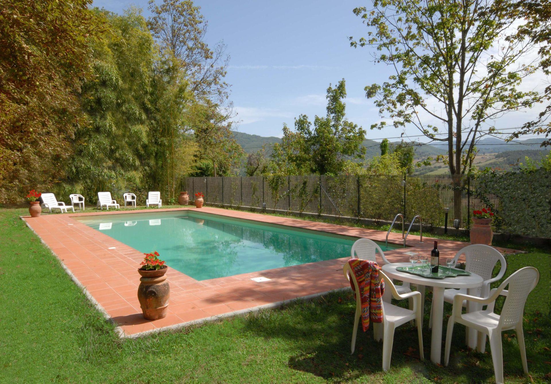 Villa di collina casa vacanze con 14 posti letto in 7 for Piani di casa di villa spagnola