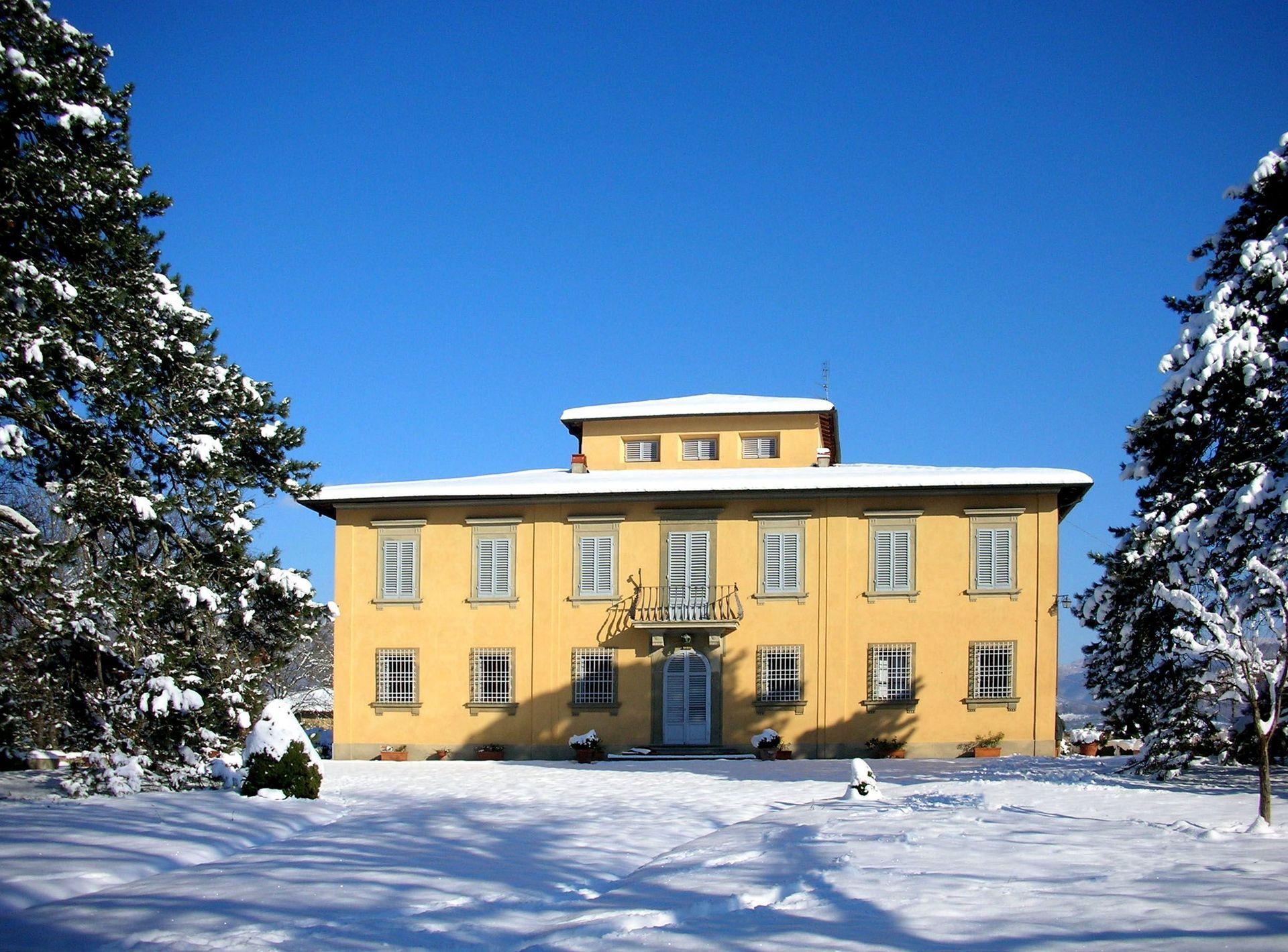 Villa di collina casa vacanze con 14 posti letto in 7 for Piani casa contemporanea collina