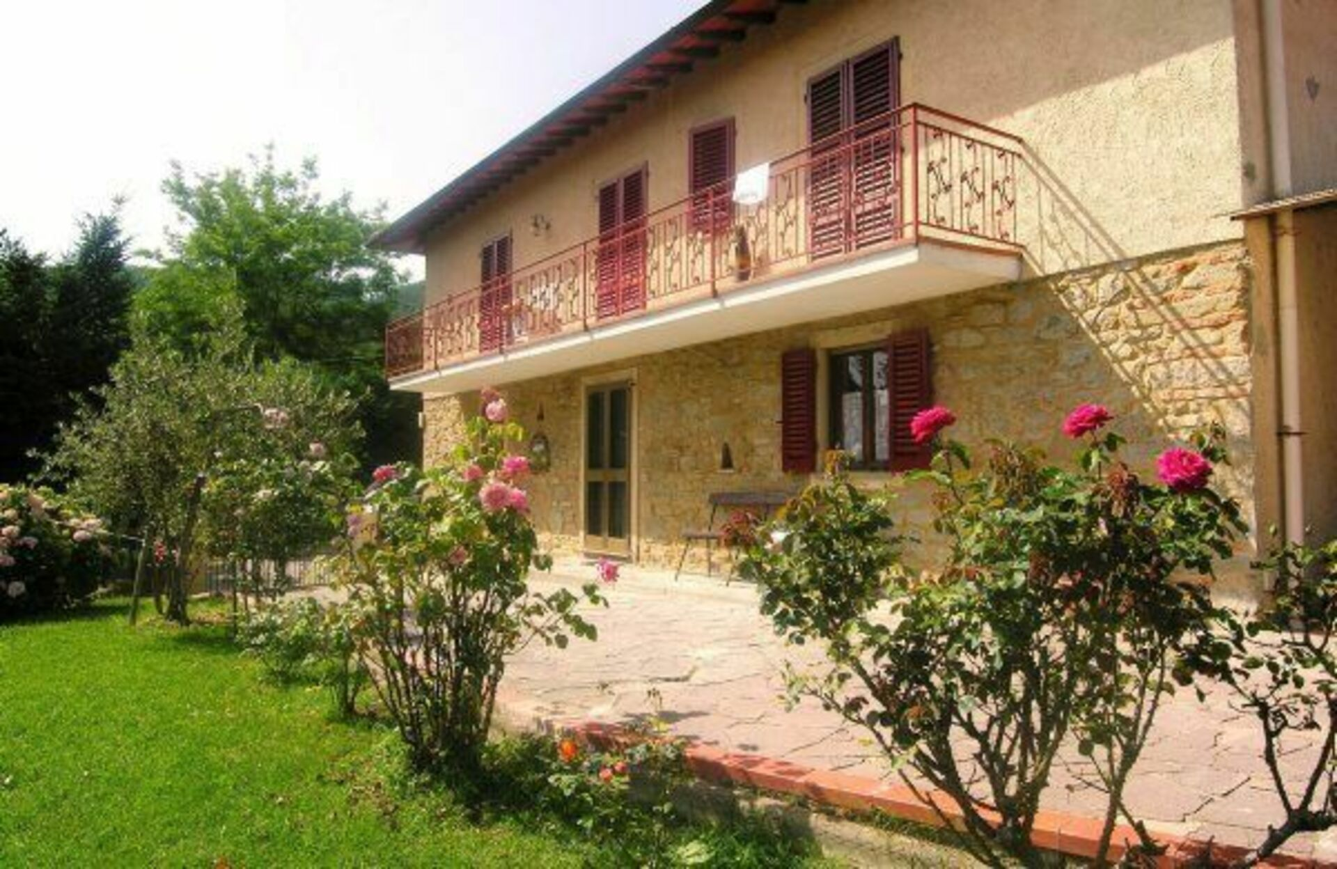 Costa casa vacanze con 9 posti letto in 5 camere for Semplice casa con 3 camere da letto piani kerala