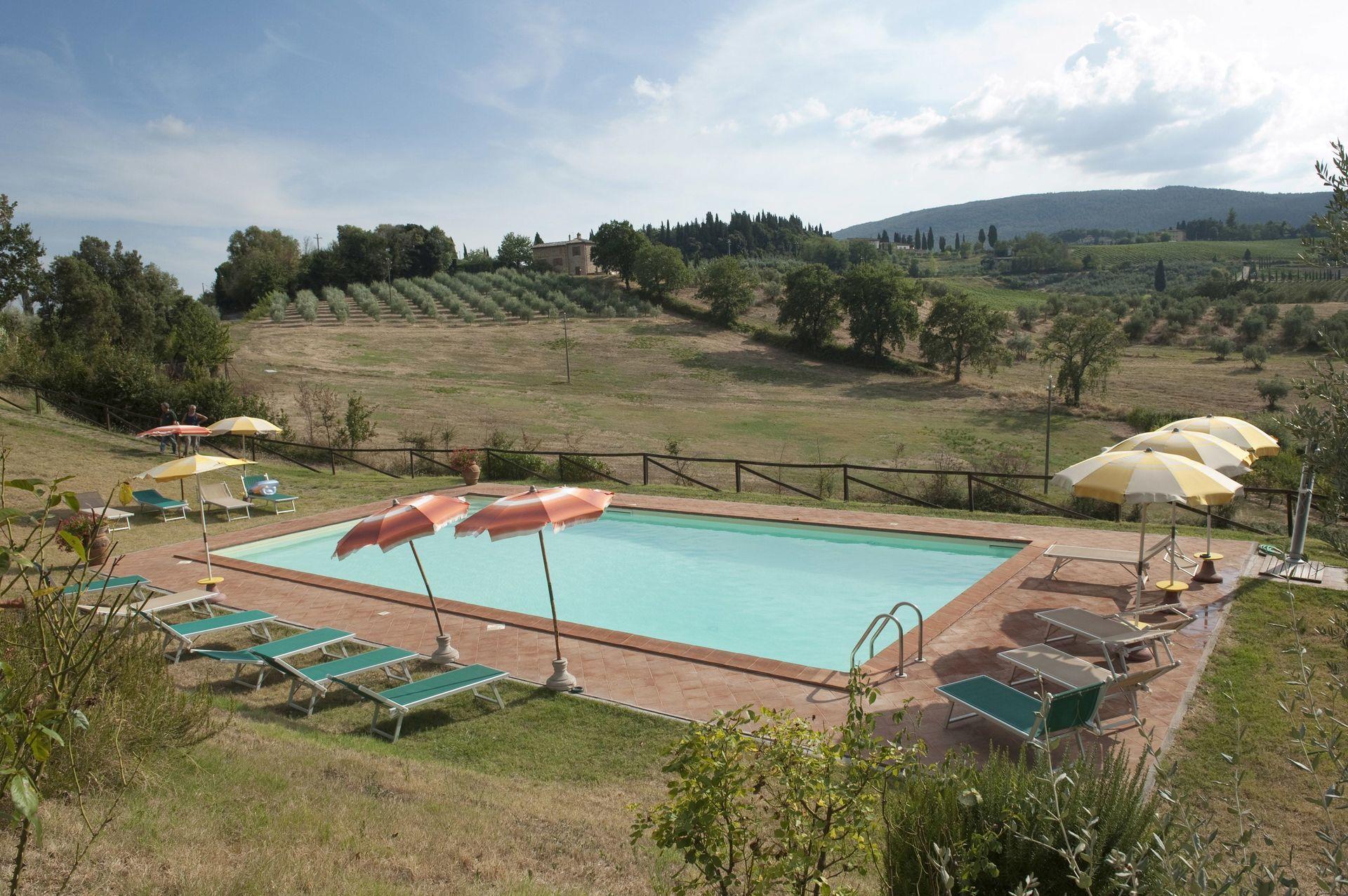 Agriturismo paterno casa vacanze con 25 posti letto in 10 camere san gimignano toscana - Agriturismo san gimignano con piscina ...