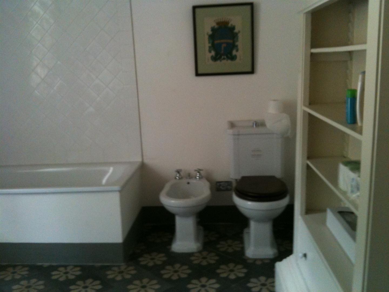 Byron house posti letto 6 in 3 camere casa vacanza a for 3 camere da letto 2 bagni piani piano aperto