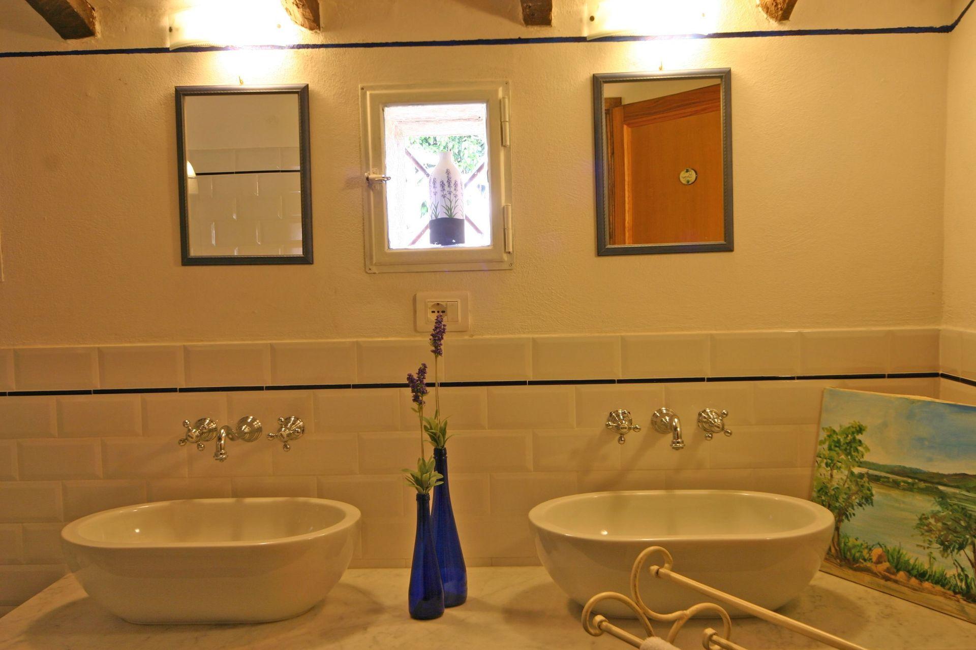 Villa cortona casa vacanze con 10 posti letto in 5 for Villa con 5 camere da letto