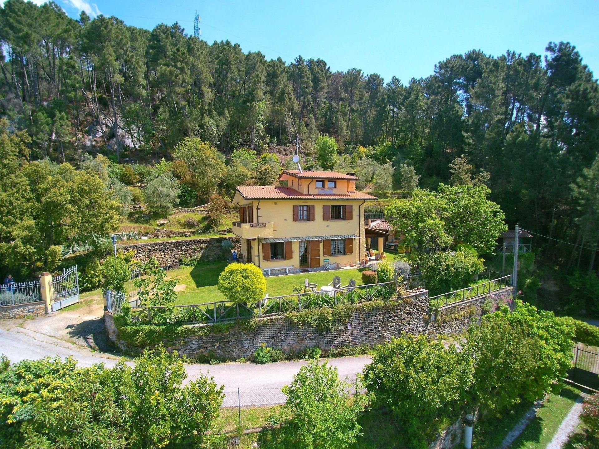 Casa montebello casa vacanze con 7 posti letto in 4 for Branson cabin rentals 4 camere da letto
