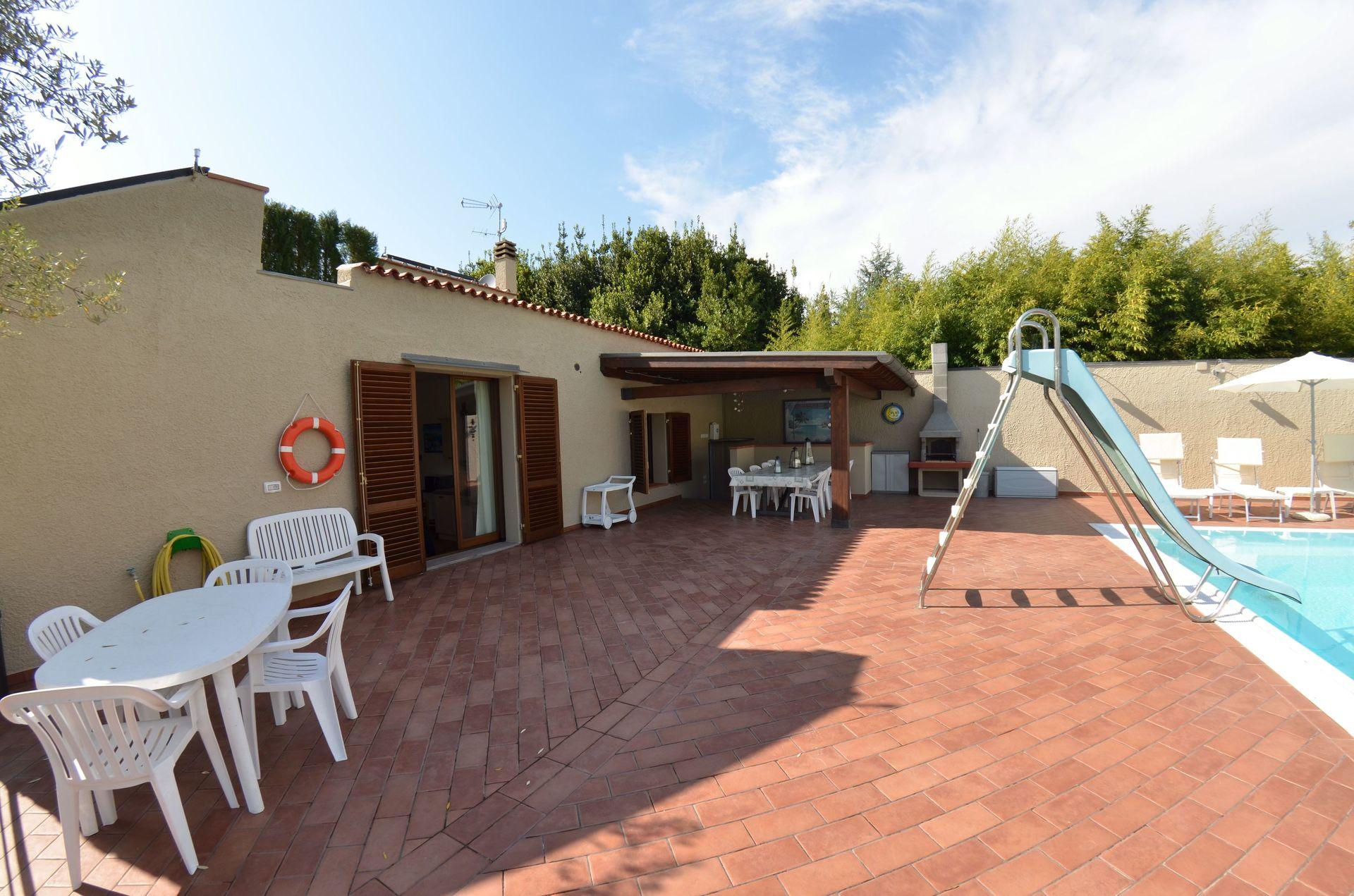 Atena casa vacanze con 8 posti letto in 3 camere for Prezzi case montecarlo
