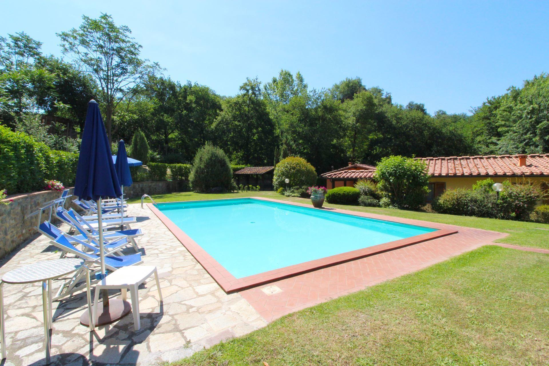 Villa le balze casa vacanze con 10 posti letto in 4 camere terranuova bracciolini toscana - Piscina terranuova bracciolini ...