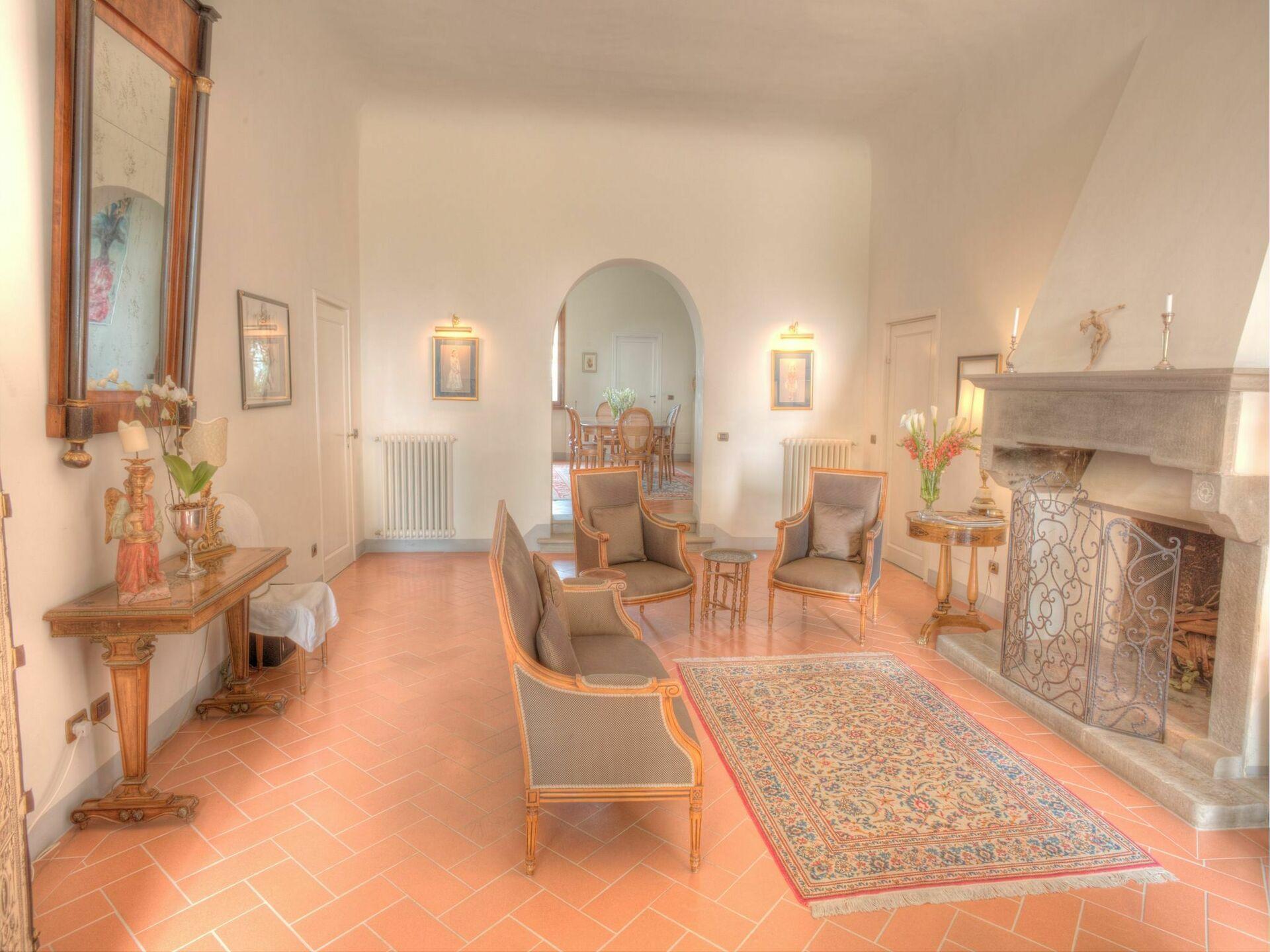 Villa sode casa vacanze con 12 posti letto in 5 camere for Villa con 5 camere da letto