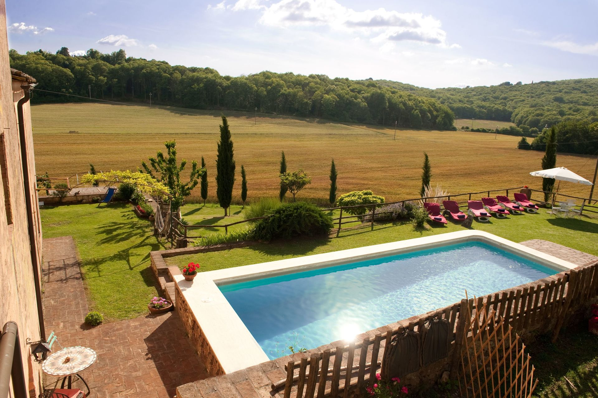 Villas Near Siena Italy villa le caggia: villa that sleeps 14 people in 7 bedrooms