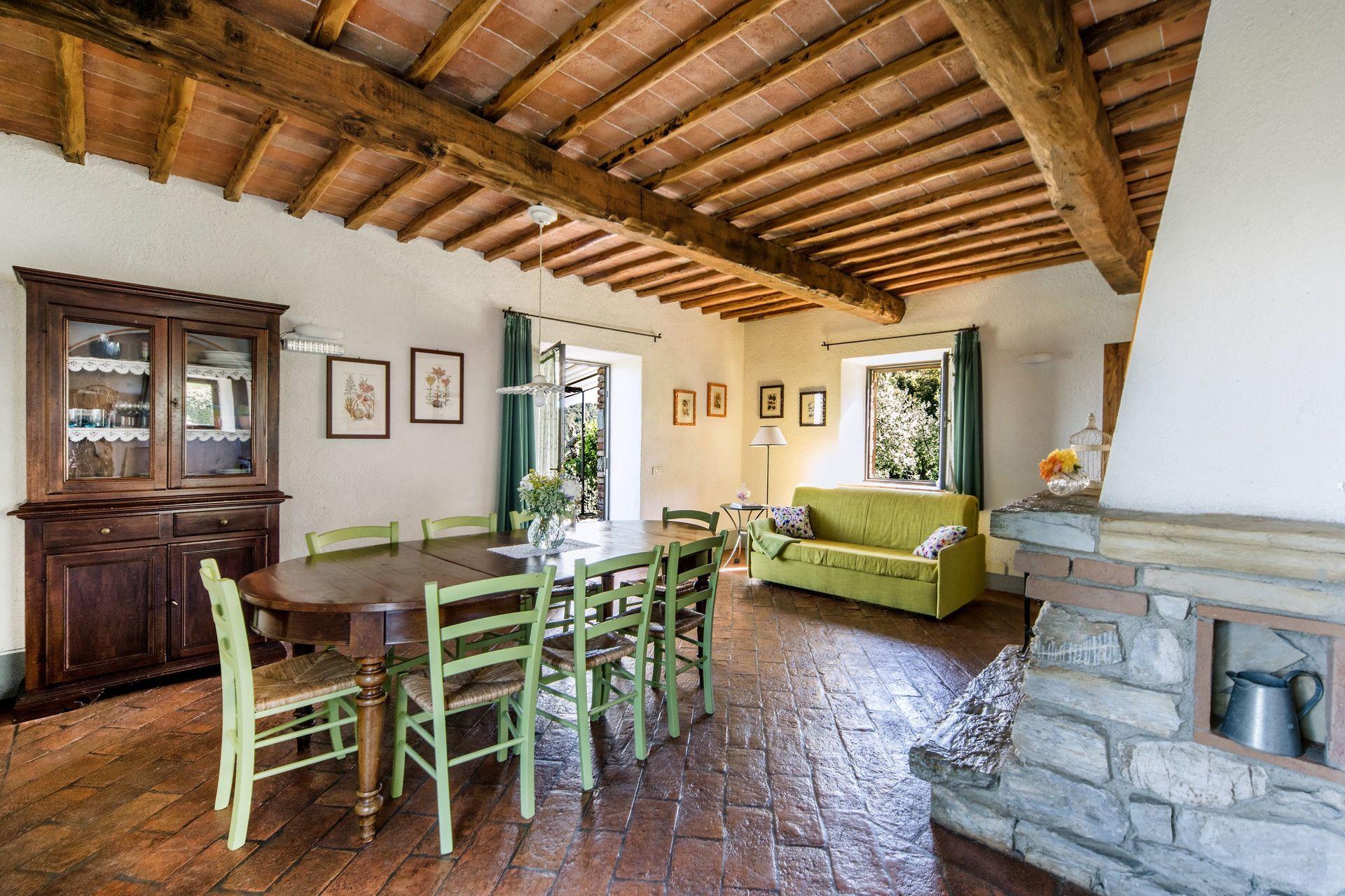 La capanna posti letto 6 in 2 camere casa vacanza a for Piani casa tetto a capanna