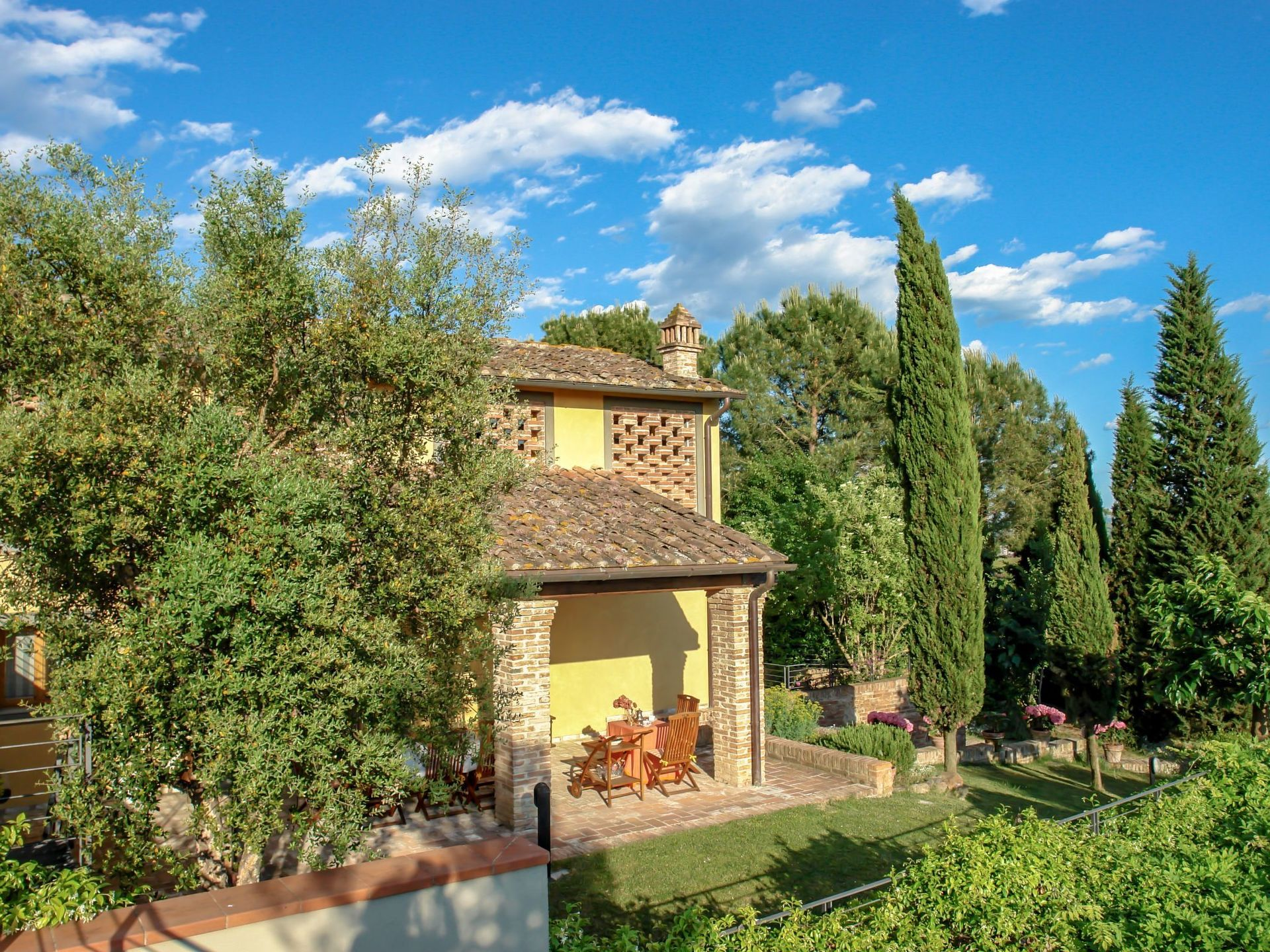 Beauty At Home Castelfiorentino tassinaia: villa that sleeps 10 people in 4 bedrooms