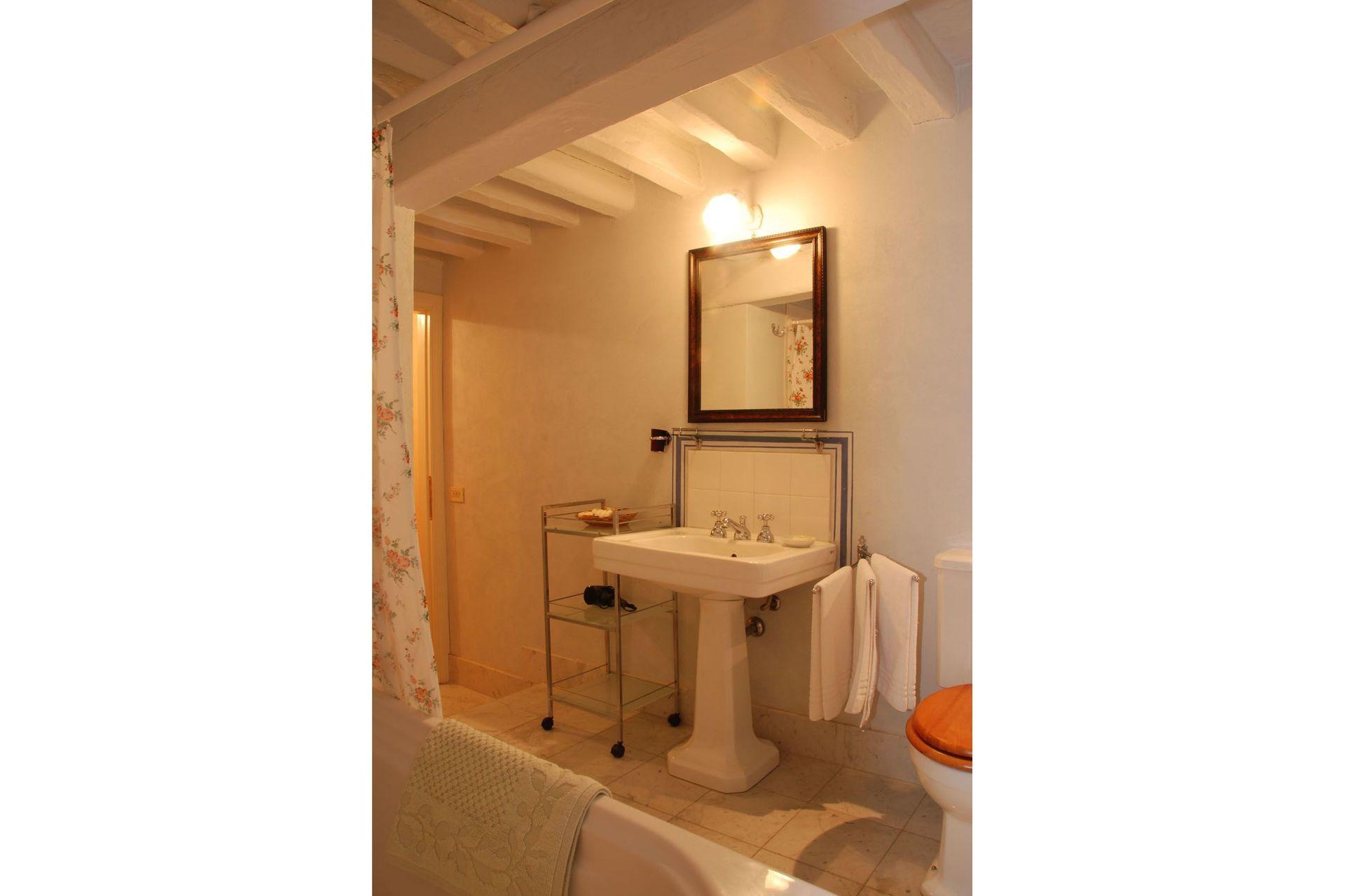 Il mezzanino casa vacanze con 5 posti letto in 3 camere for 5 camere da letto 3 bagni