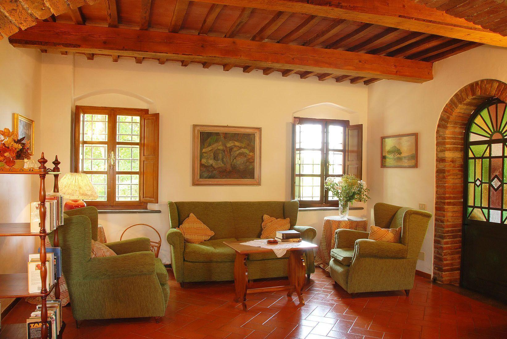 La capanna casa vacanze con 12 posti letto in 6 camere montelopio toscana italia - Camere posti letto ...
