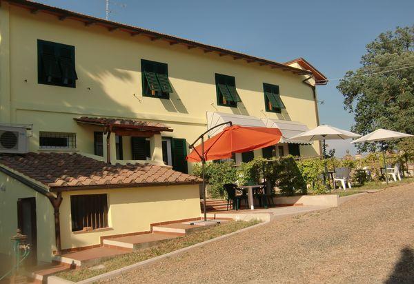 Gambassi Tavoli E Sedie.Ville In Affitto E Agriturismi In Gambassi Terme Case Vacanza In
