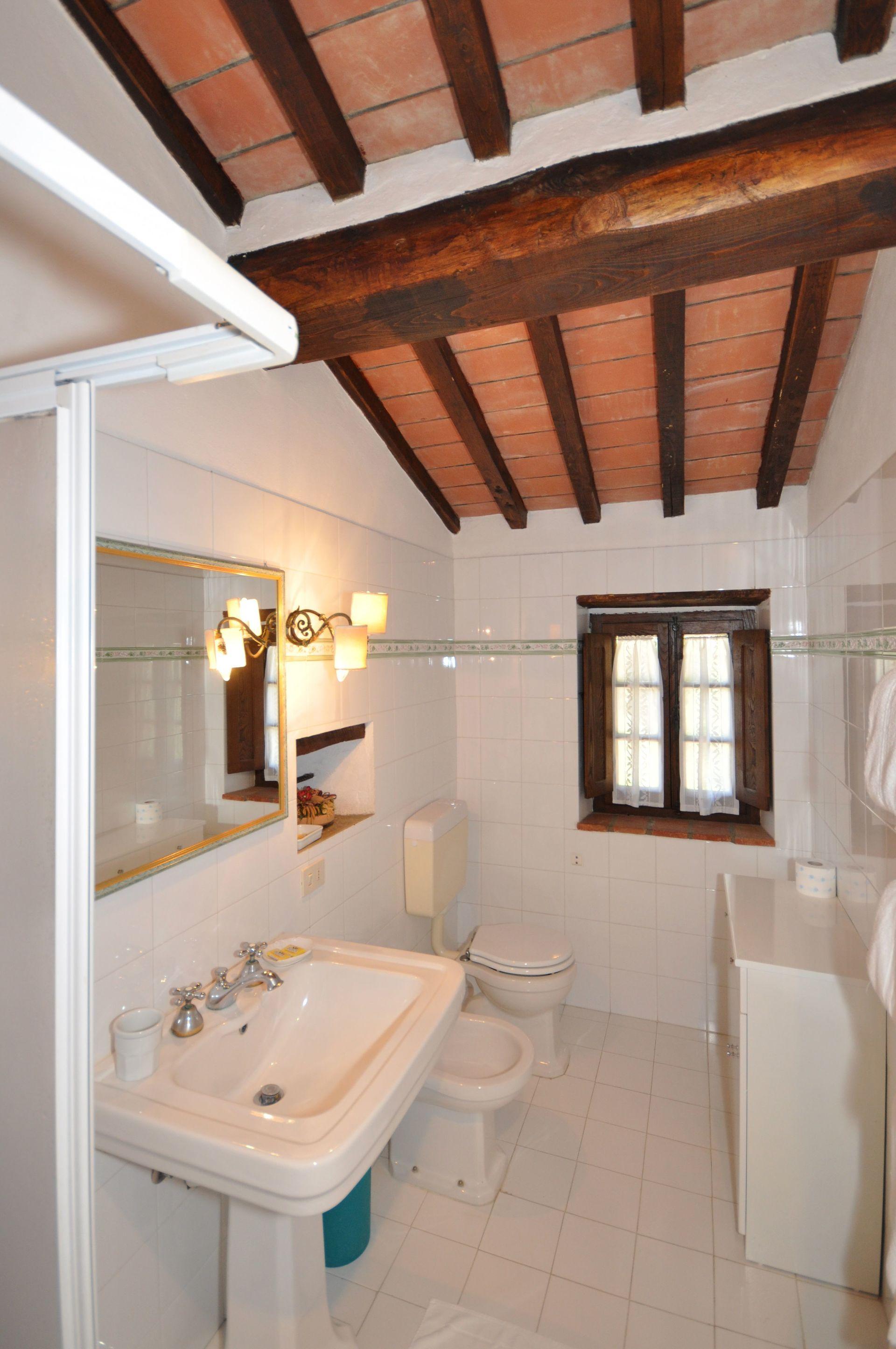 Castagno 1 posti letto 4 in 1 camere casa vacanza a for 5 camere da letto 4 bagni