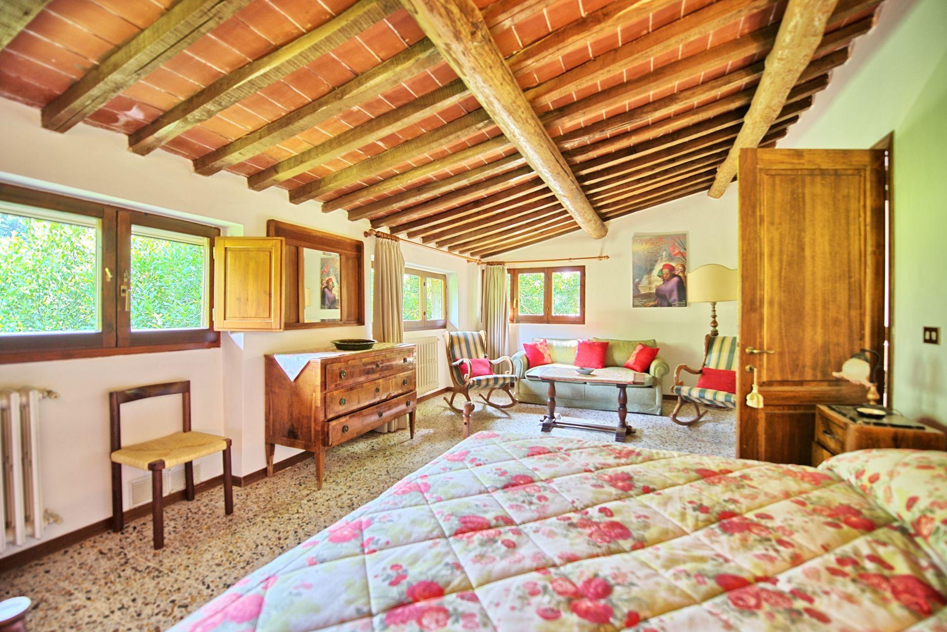 Montescalari 4 posti letto 6 in 4 camere casa vacanza for Costo piscina seminterrato