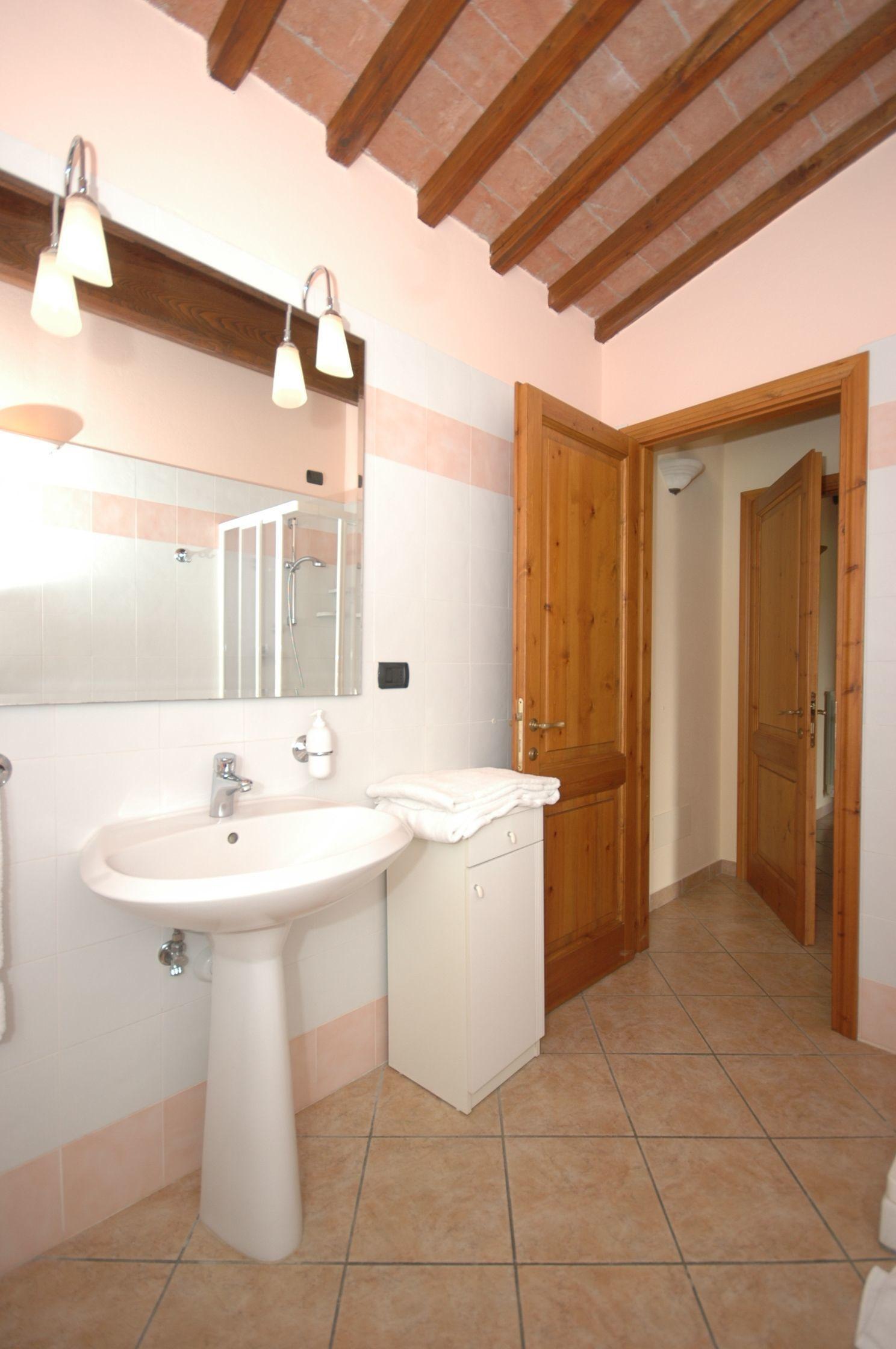 Massi f posti letto 4 in 2 camere casa vacanza a san for 5 camere da letto 4 bagni