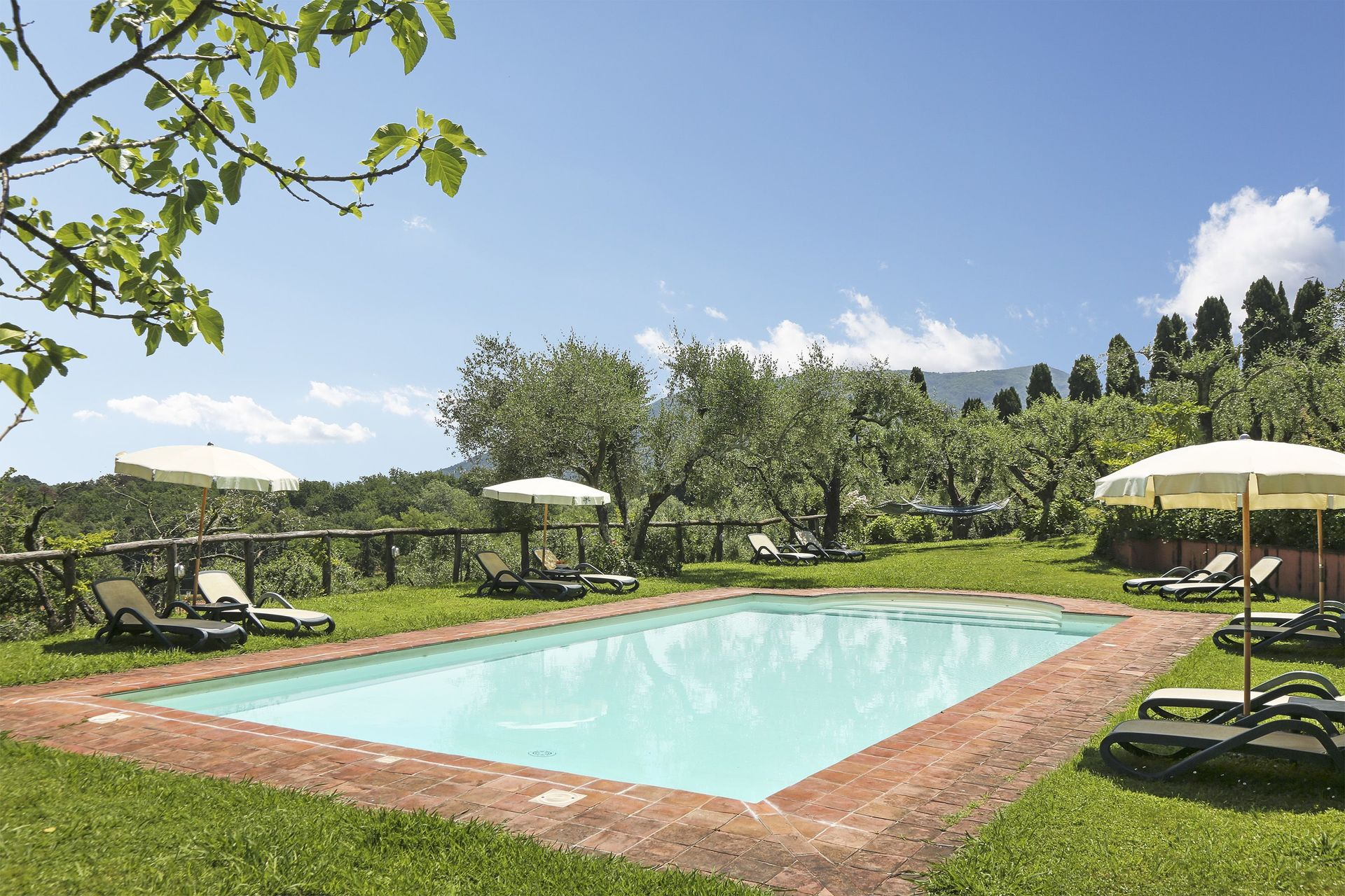 Arliano Villa Vacation Rental Villa Incenso That Sleeps 10 People In