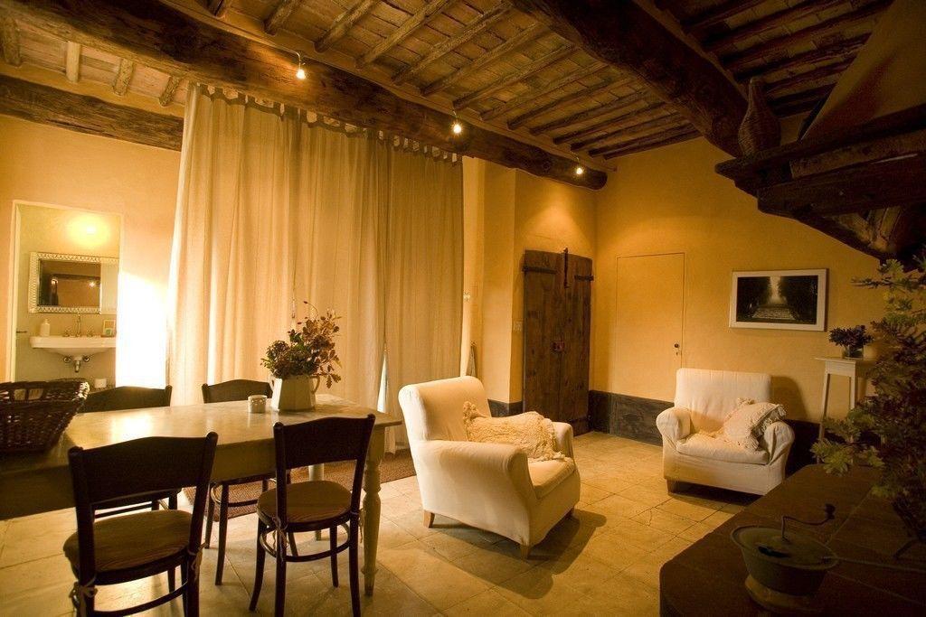 Camino posti letto 2 in 1 camere casa vacanza a for Giardino rustico traliccio decorativo
