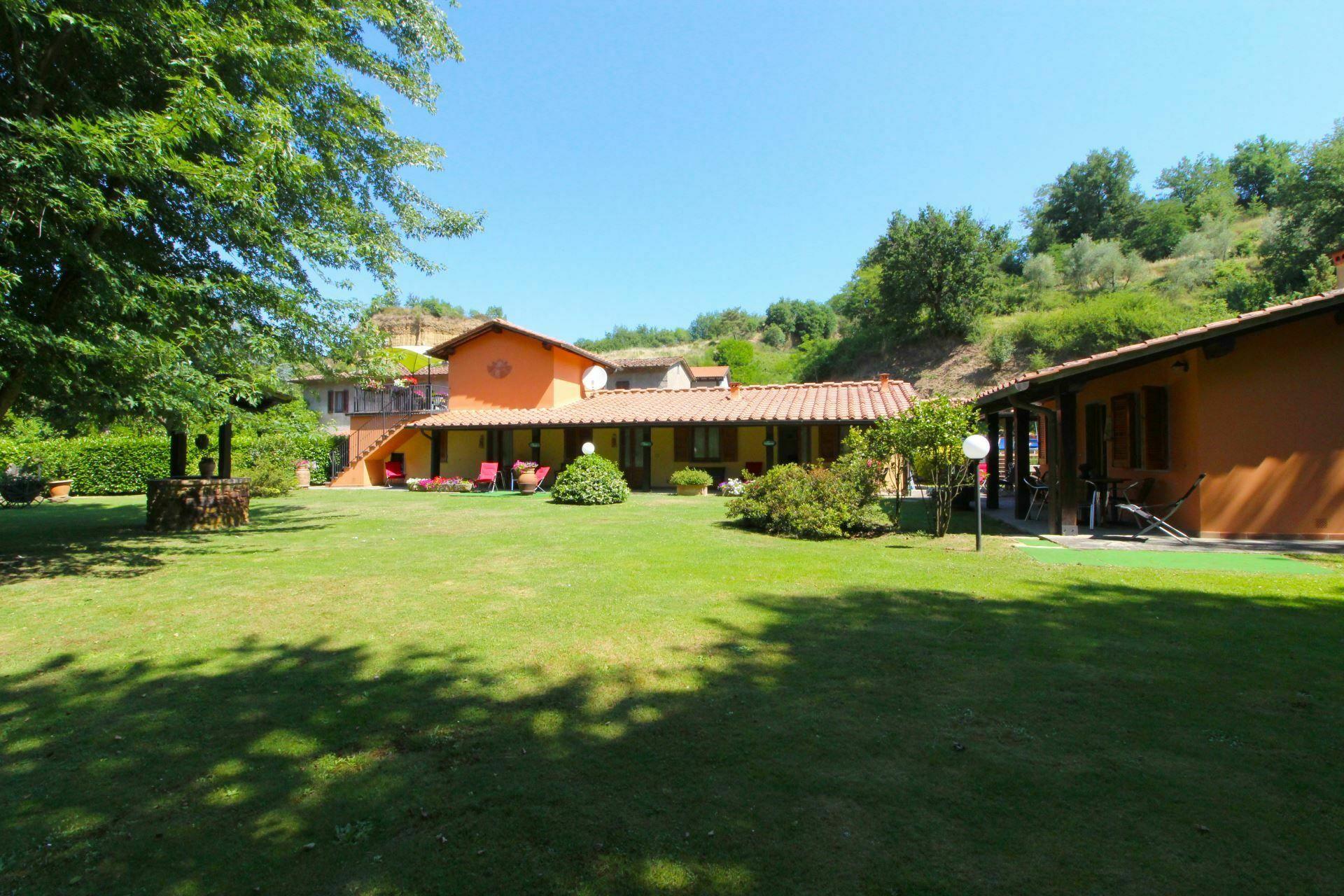 Le balze casa vacanze con 14 posti letto in 4 camere for Branson cabin rentals 4 camere da letto