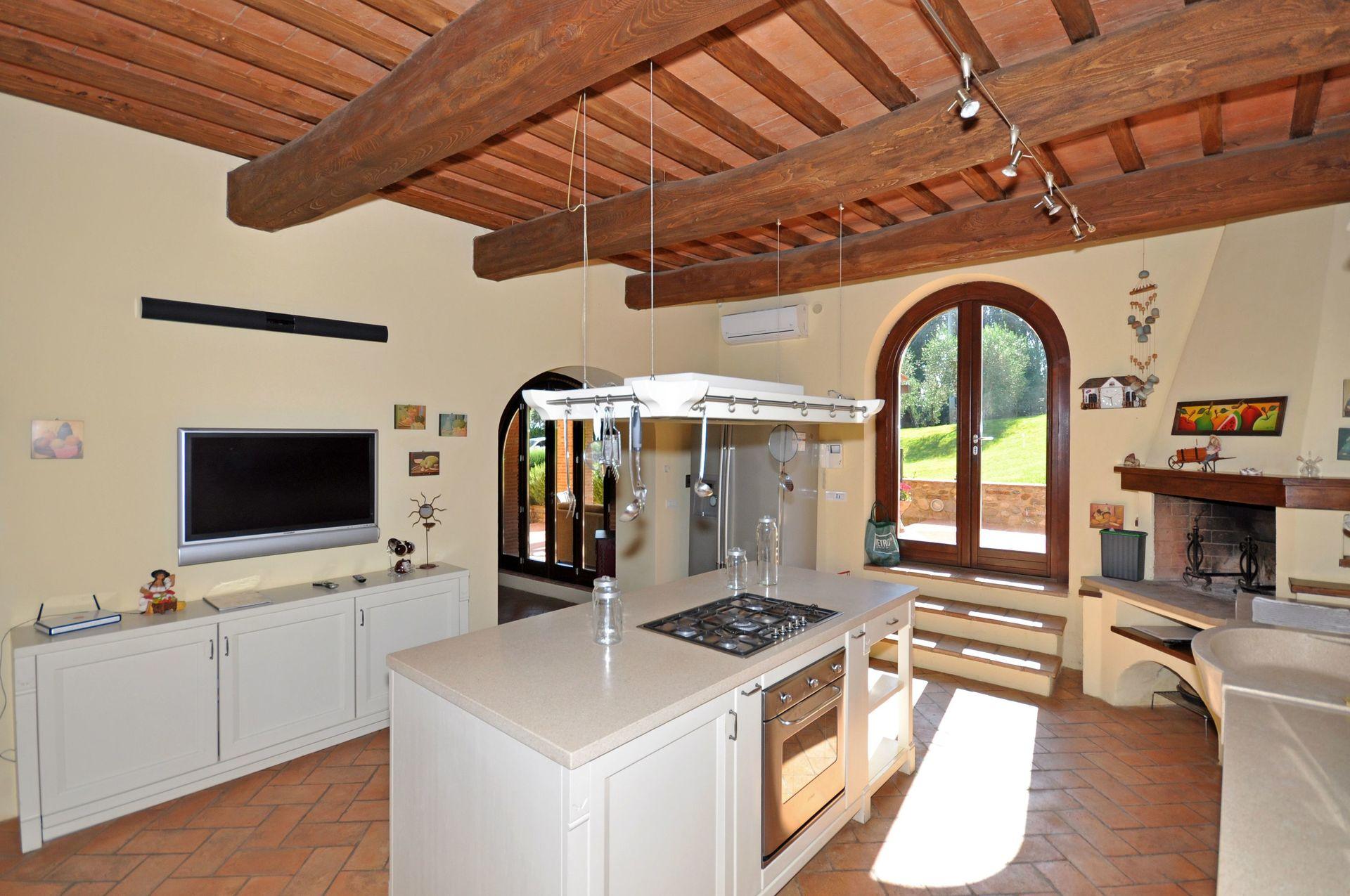 Villa nora casa vacanze con 11 posti letto in 5 camere for Villa con 5 camere da letto