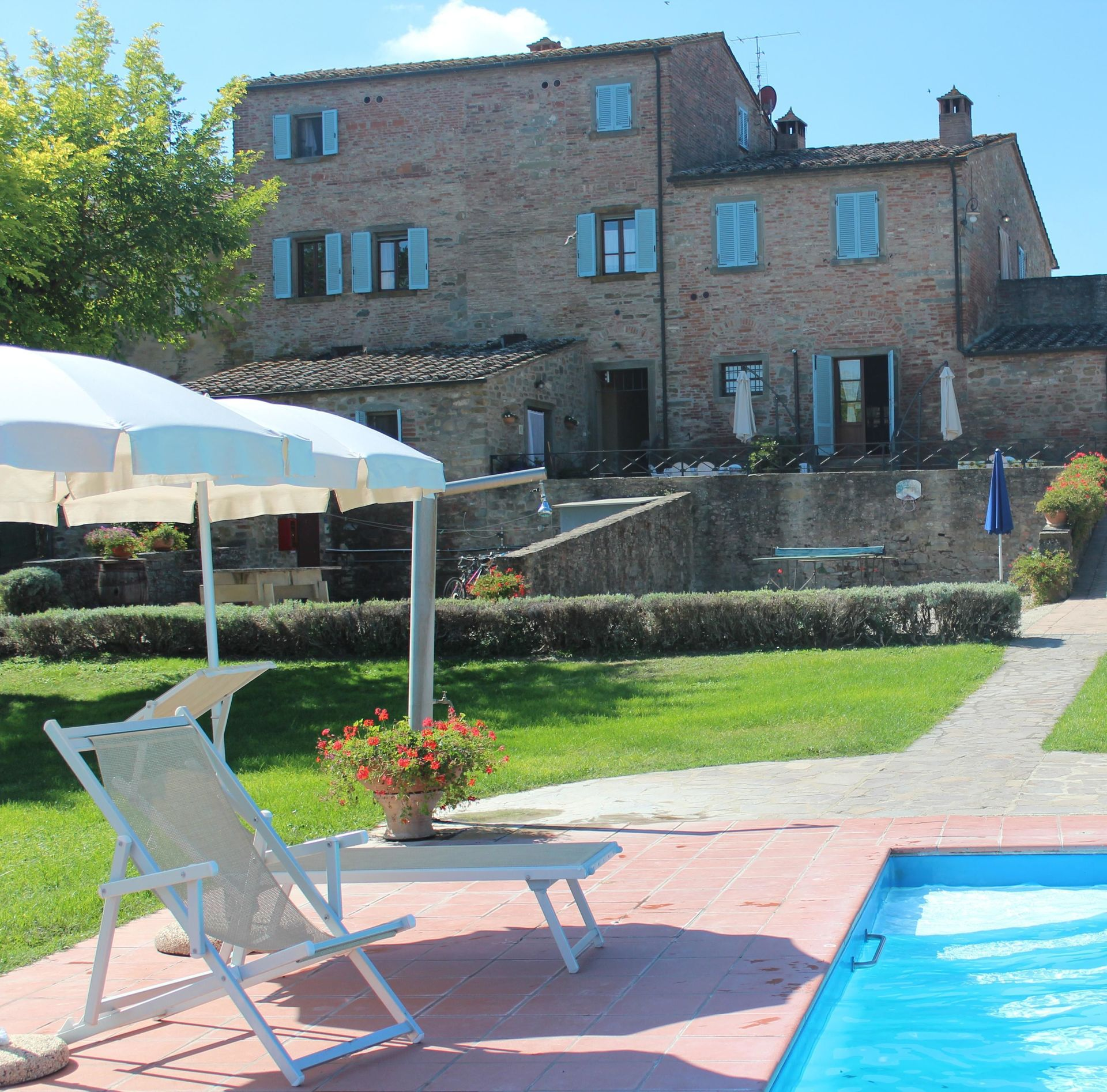 Villa giare casa vacanze con 29 posti letto in 14 camere - Giare da giardino ...