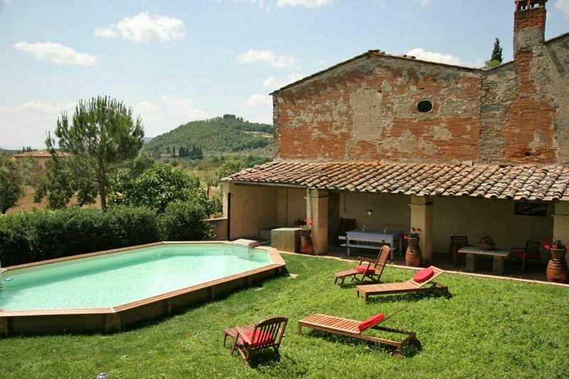 Villa giovi casa vacanze con 12 posti letto in 5 camere for Villa con 5 camere da letto