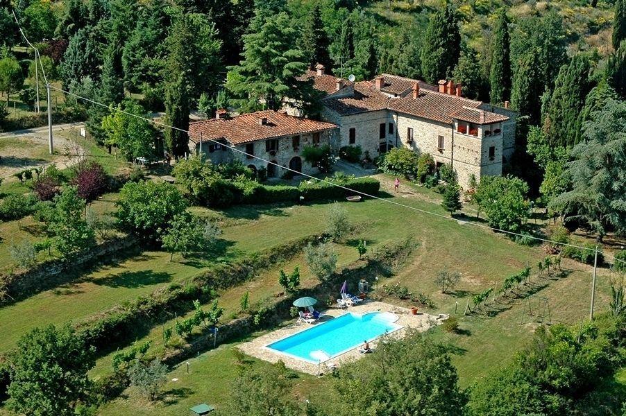 Edera posti letto 6 in 3 camere casa vacanza a for Case ricoperte di edera