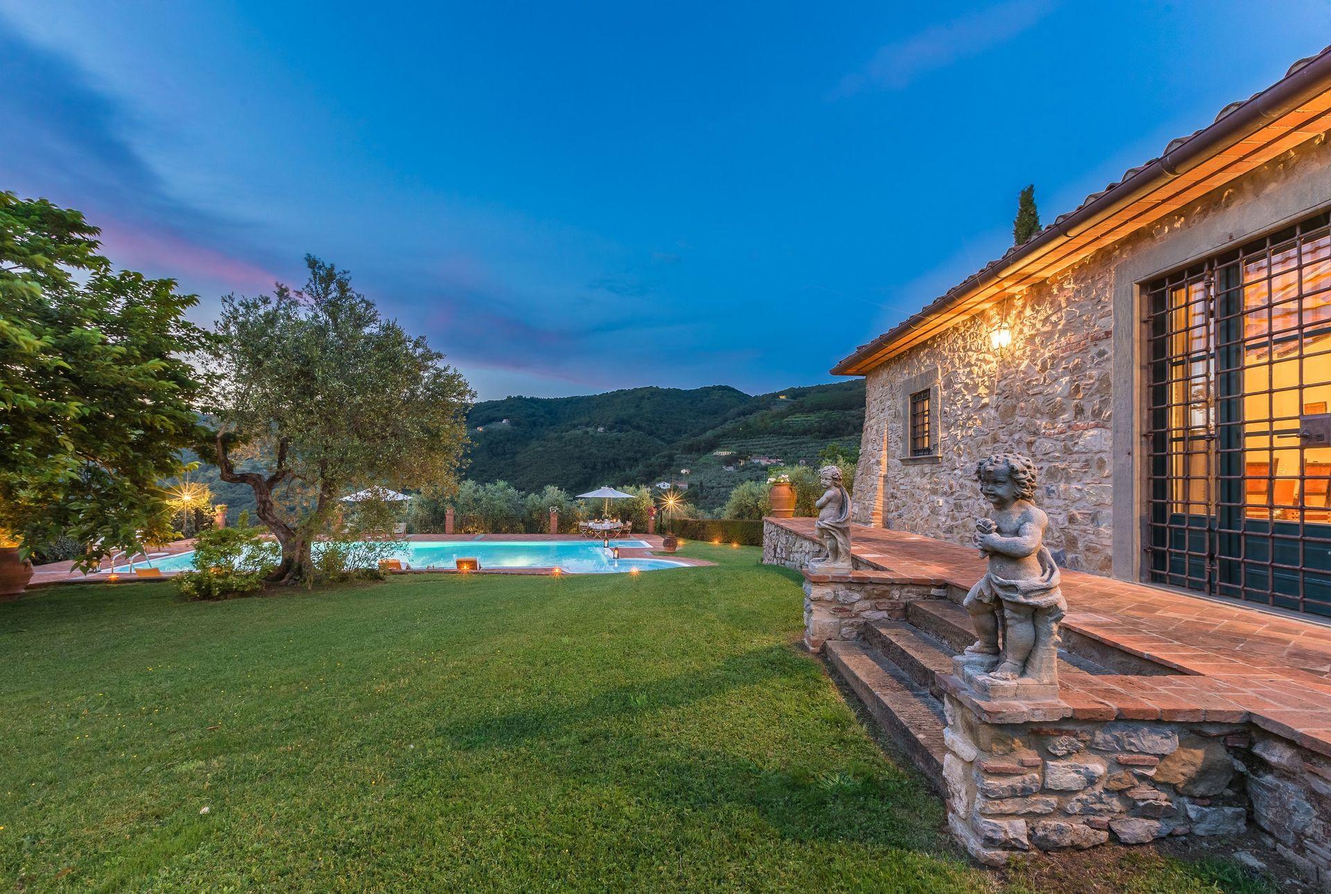 Villa ann casa vacanze con 10 posti letto in 4 camere for Branson cabin rentals 4 camere da letto