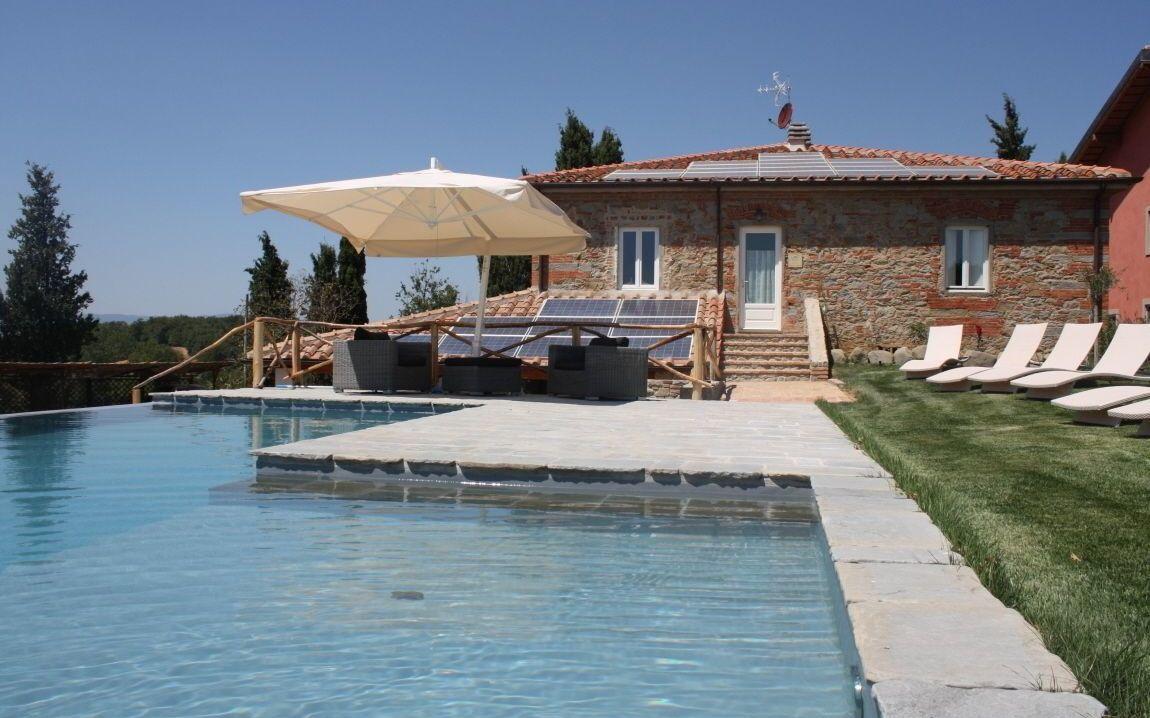Pietra e mattoni casa vacanze con 12 posti letto in 4 camere terranuova bracciolini - Piscina terranuova bracciolini ...
