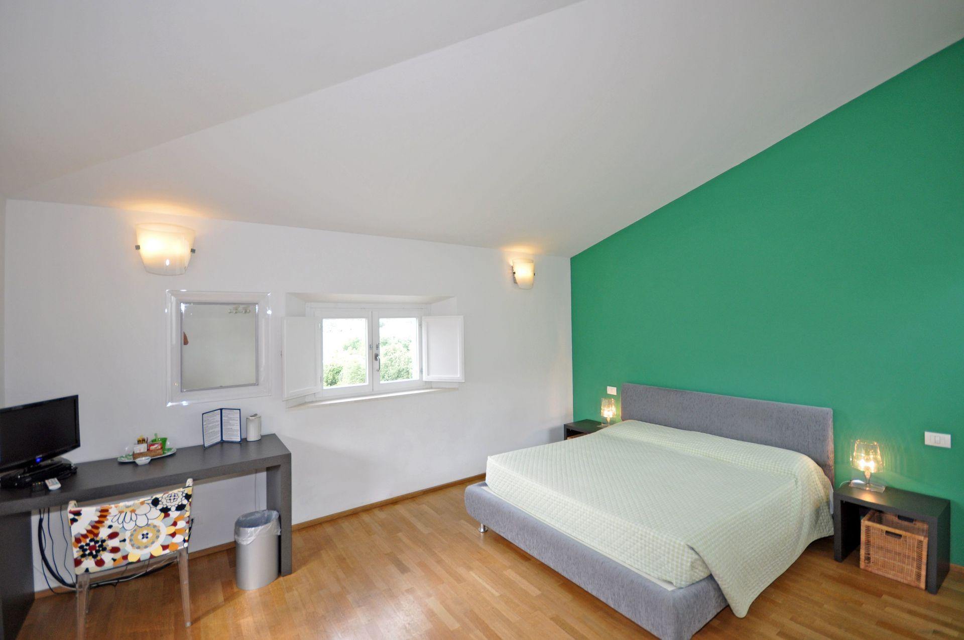 Casa peragna casa vacanze con 10 posti letto in 5 camere for Casa 5 camere da letto con cantina