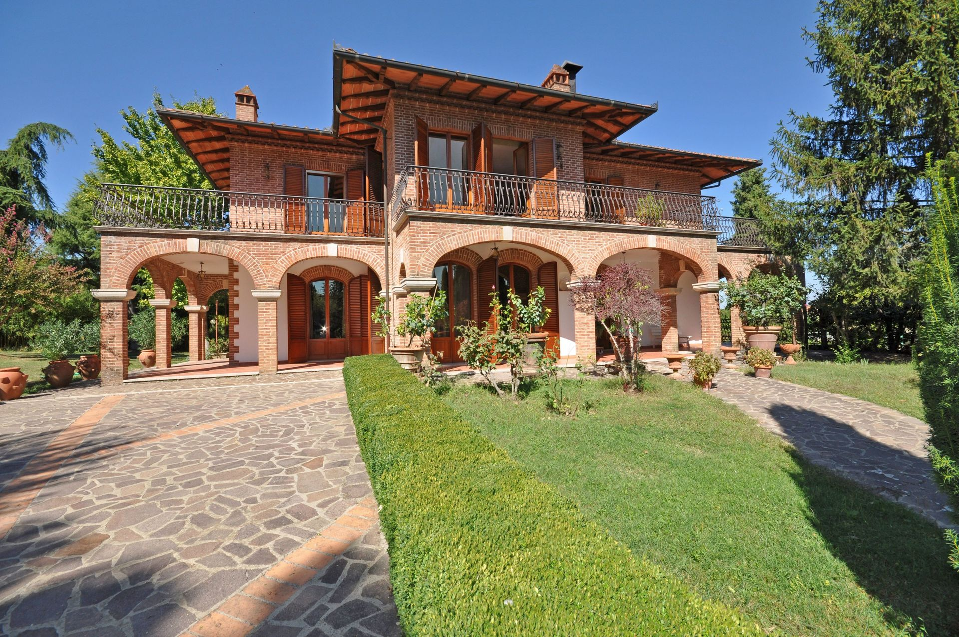 Villas Near Siena Italy villa lauretana: villa that sleeps 12 people in 6 bedrooms