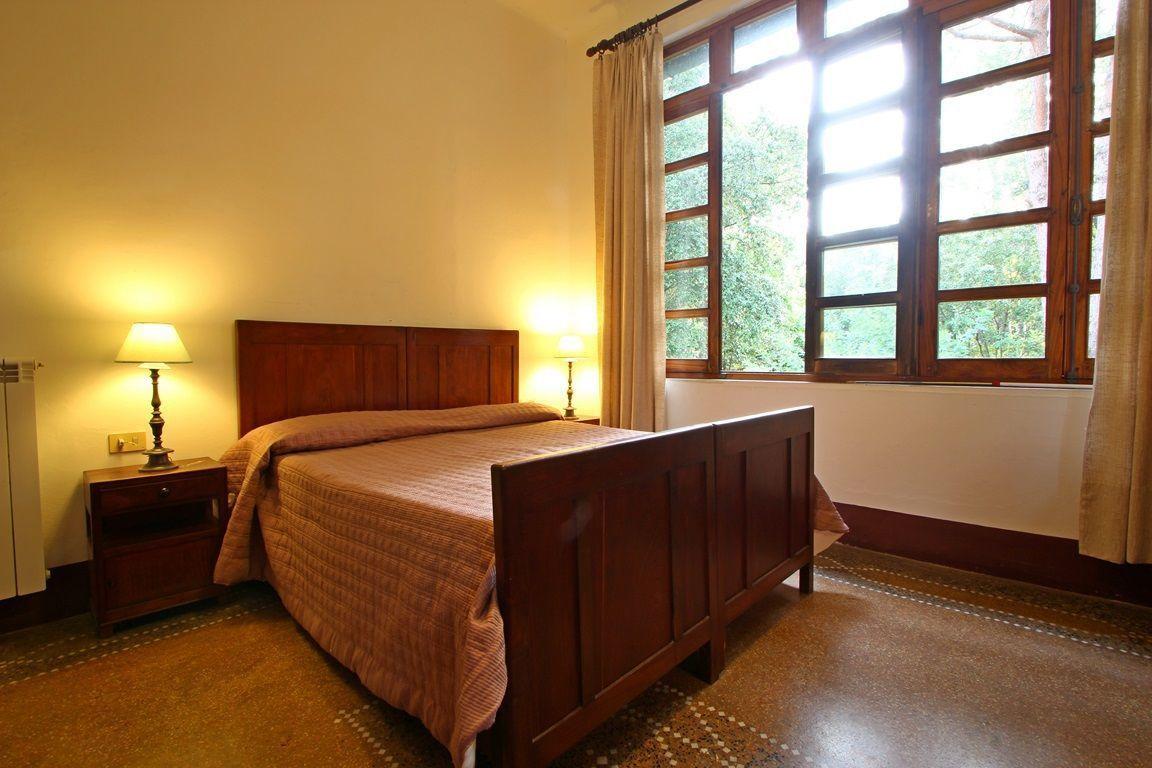Villa ronchi casa vacanze con 10 posti letto in 5 camere for Villa con 5 camere da letto