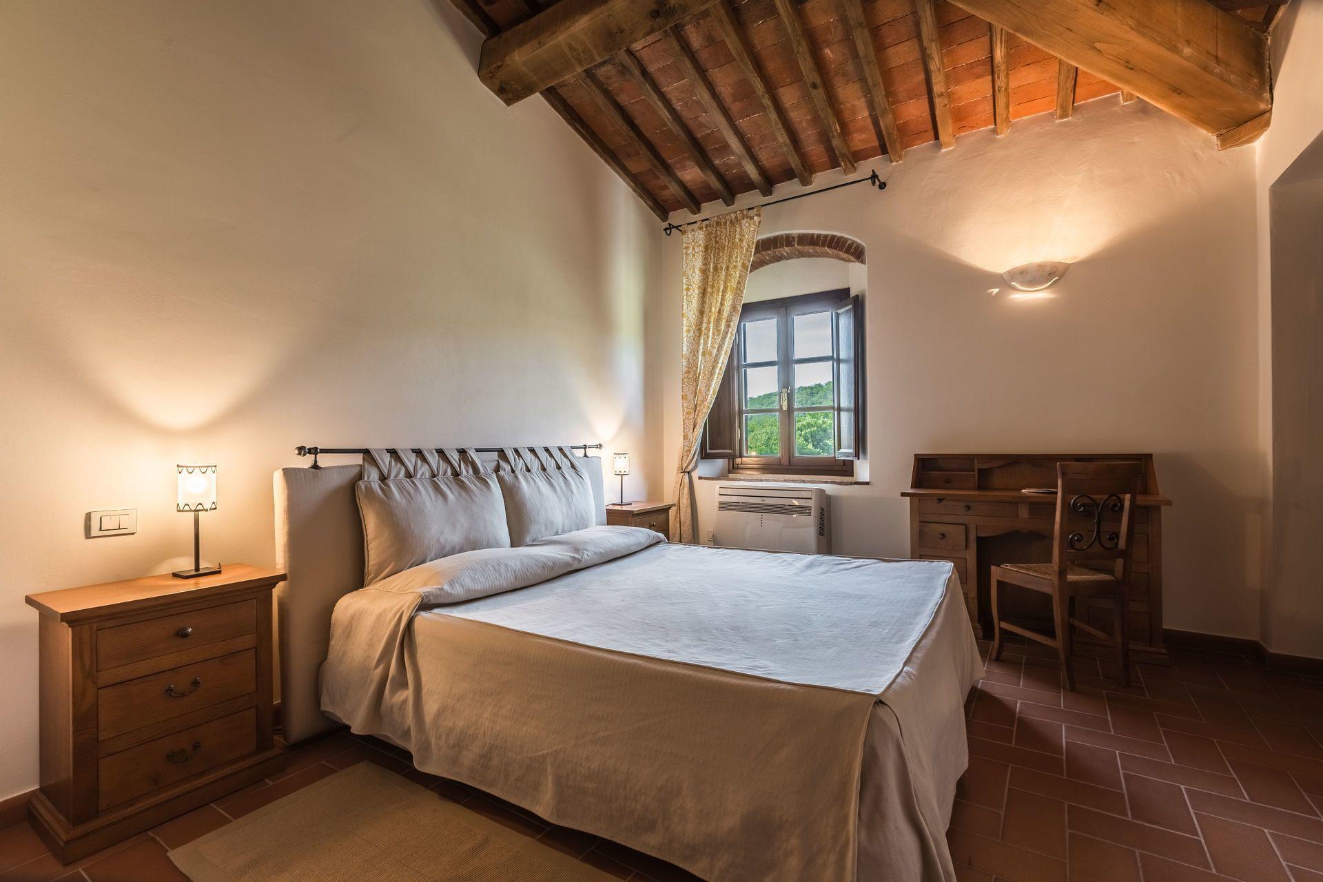 Cinghiale posti letto 4 in 2 camere casa vacanza a cennina toscana italia - Camere posti letto ...