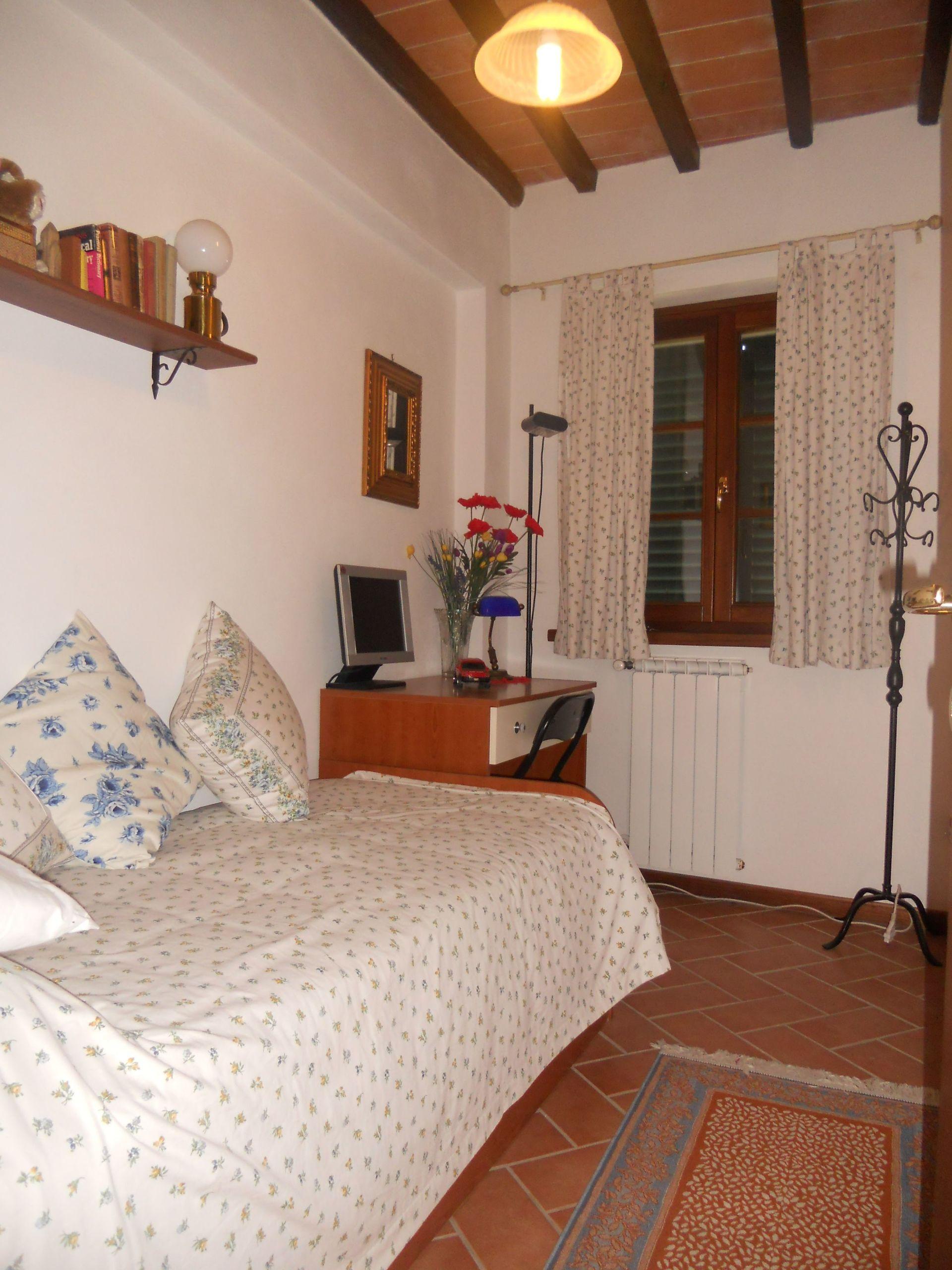 Casa luca pietrabuona casa vacanze con 5 posti letto in for Casa 5 camere da letto con cantina