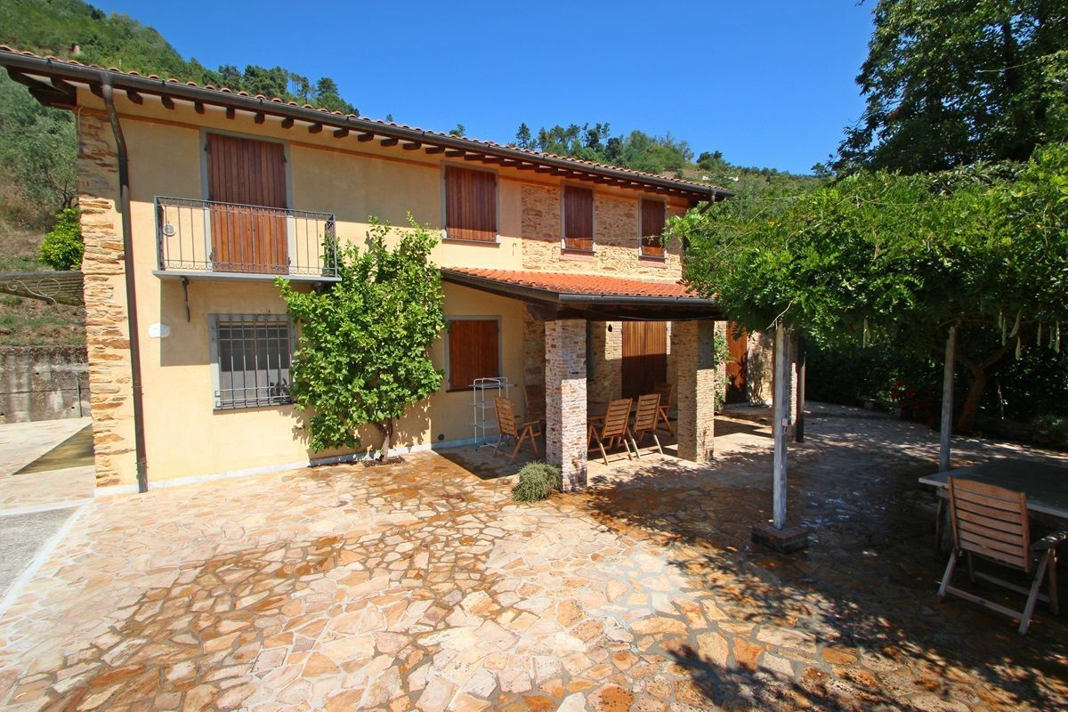 Castorino casa vacanze con 5 posti letto in 3 camere for Ville vacanze italia