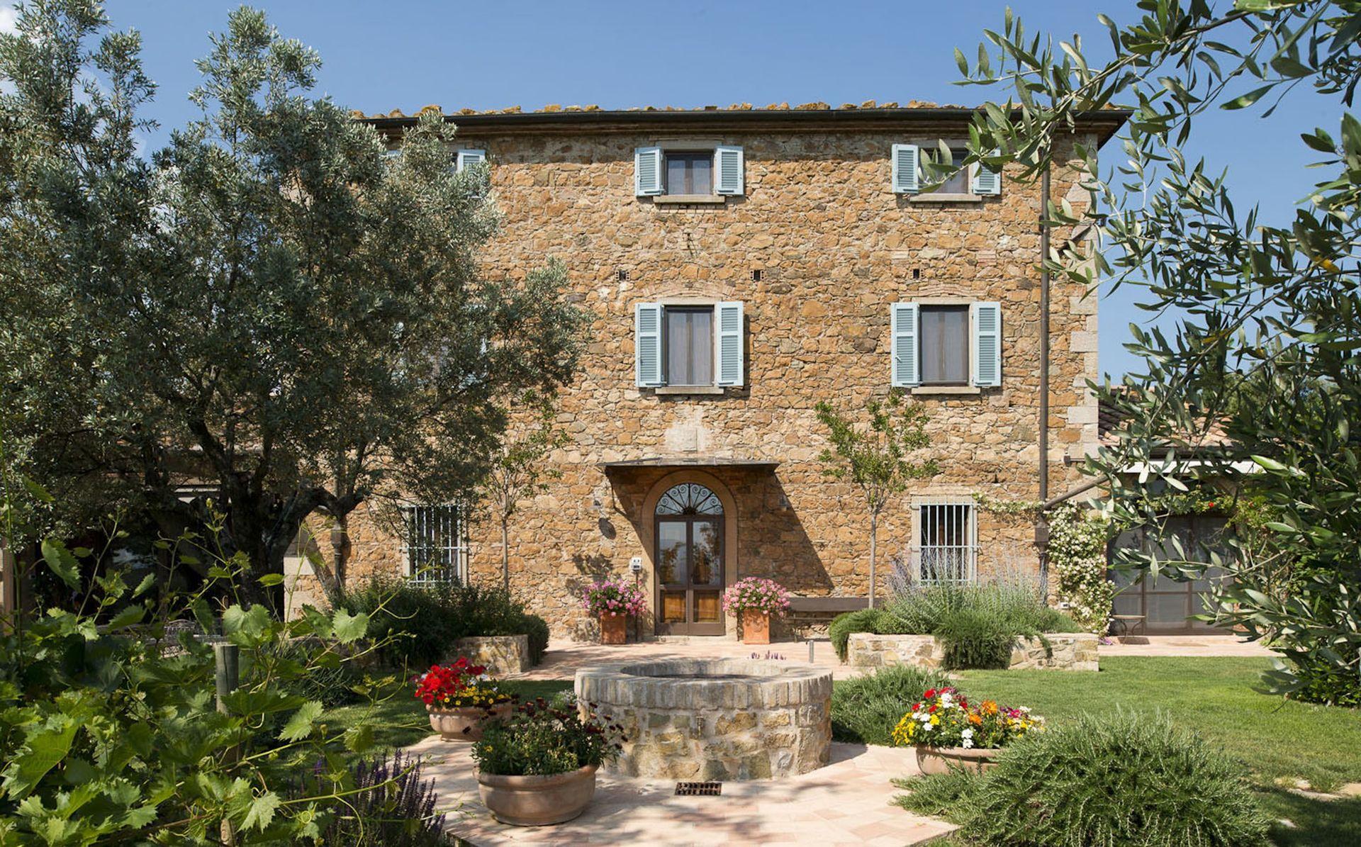 Tatti Villa Vacation Rental La Ghiandaia that sleeps 20