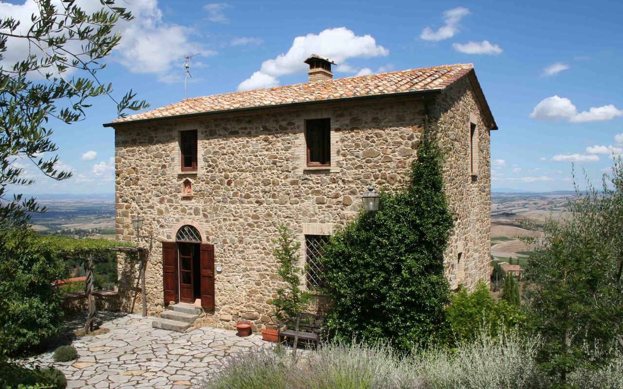 Montalcino villa vacation rental villa montalcino that for Rent a house in tuscany