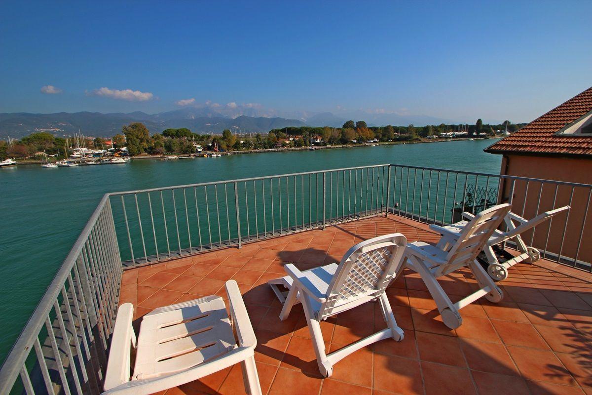 Bocca di magra villa vacation rental la casa sul fiume for Piccoli piani di casa sul fiume