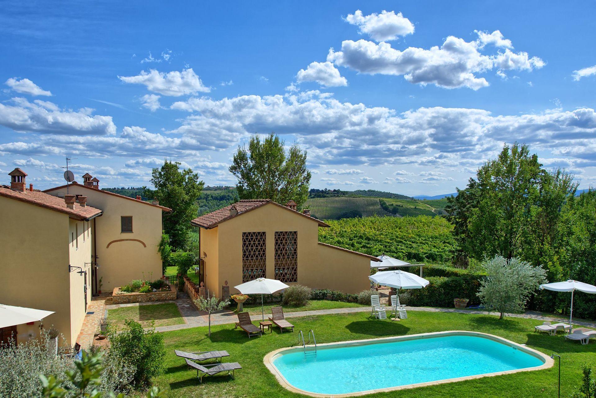 Montespertoli villa vacation rental villa riccardo for Tuscany villas